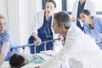 Problema medicilor romani care lucreza in spitalele din Marea Britanie, discutata intre ministrii Sanatatii din Romania si UK