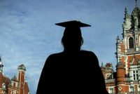 Studentii romani vor primi in continuare sprijin financiar pentru a studia in Marea Britanie