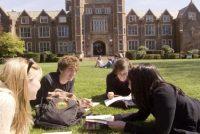 BREXIT. Ce se intampla cu imprumuturile si finantarile pentru studentii romani care studiaza la universitatile din Marea Britanie incepand din 2019