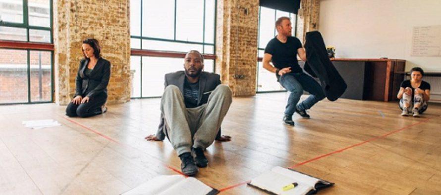 """Teatrul Arcola din Londra prezinta ministagiunea cu spectacolul """"Pulverizare"""" de Alexandra Badea"""
