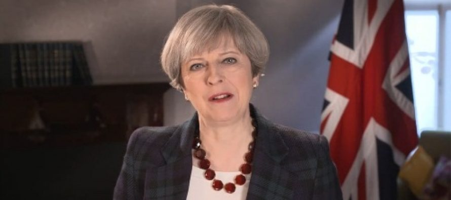 Theresa May l-a felicitat pe Macron si a purtat deja discutii despre Brexit, anunta biroul de pe Downing Street