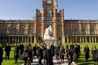 Marea Britanie se afla in topul celor mai bune destinatii de studiu din Europa. 70% dintre absolventii romani acceptati au avut medii la bac intre 7 si 9 in 2016