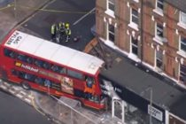 Accident grav la Londra. Un autobuz a intrat intr-un magazin de pe Lavender Hill, cel putin sase raniti