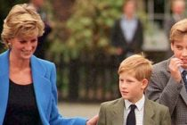 Printul William si printul Harry aduc un omagiu mamei lor, printesa Diana, in Kensington Gardens