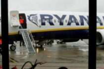 Ryanair anuleaza zeci de zboruri in fiecare zi. Pasagerii cer o lista completa cu zborurile care urmeaza sa fie anulate in urmatoarele saptamani
