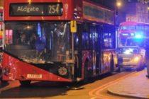 Un autobuz a intrat in mai multe masini la Londra, mai multe persoane au fost ranite