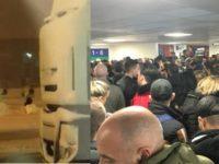 Romanii aflati pe Aeroportul Luton din Londra, pasageri a doua curse Wizz Air, sfatuiti sa revina luni. Totusi, un consul se va deplasa pe aeroport