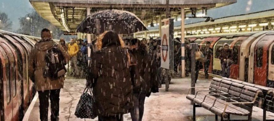 Metroul si mersul autobuzelor din Londra, date peste cap de ninsori. Linia centrala, Piccadilly si linia metropolitana, in haos