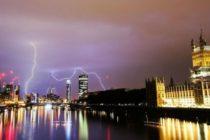 Marea Britanie, lovita de furtuni intense. Cerul a explodat de tunete si fulgere la Londra si in sudul Angliei