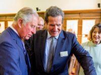 """Printul Charles a vizitat expozitia de acuarele asociata volumului""""Transylvania Florilegium"""" la sediul ICR din Londra. Inaltul oaspete s-a delectat si cu o expozitie culinara cu produse bio romanesti"""