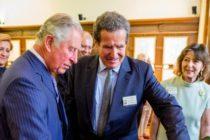 """Printul Charles a vizitat expozitia de acuarele asociata volumului """"Transylvania Florilegium"""" la sediul ICR din Londra. Inaltul oaspete s-a delectat si cu o expozitie culinara cu produse bio romanesti"""