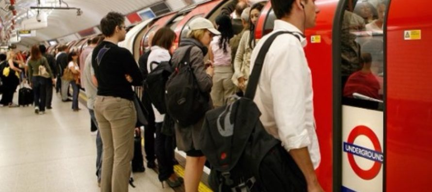 Se anunta haos in transportul din Londra in weekend! Sefii TfL discuta maine un plan de coordonare pentru sambata, cand va avea loc nunta regala si finala Cupei Angliei