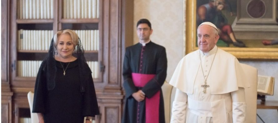 Papa Francisc va efectua o vizita in Romania in prima parte a anului viitor, a anuntat premierul Viorica Dancila