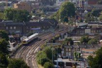 Accident de tren in Loughborough Junction, in sudul Londrei. Trei oameni au murit, politia britanica considera decesele inexplicabile