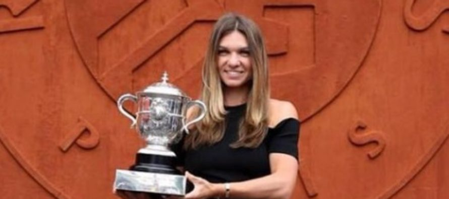 Simona Halep a ajuns Romania si a prezentat trofeul castigat la Roland Garros intr-o ceremonie organizata pe Arena Nationala