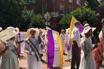 Mii de femei au defilat in Marea Britanie pentru a marca 100 de ani de la obtinerea dreptului de vot