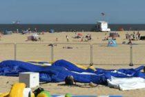 O fetita din Marea Britanie a murit dupa ce a fost aruncata dintr-un castel gonflabil, pe o plaja din Norfolk