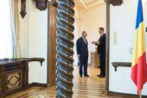 Presedintele Iohannis i-a oferit un cadou Printului Charles la receptia de la Palatul Buckingham