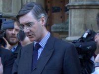 Un deputat pro-Brexit cere un vot de neincredere in Parlament impotriva premierului Theresa May. Anuntul vine dupa demisia mai multor ministri din Guvern