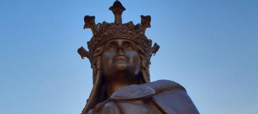 O statuie a Reginei Maria a fost dezvelita in orasul Ashford din Marea Britanie