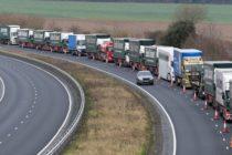 """Marea Britanie a inceput """"testele"""" pentru un Brexit fara acord. Operatiunea Brock, desfasurata pe un aerodrom din Manston aflat la 32 km de Dover"""