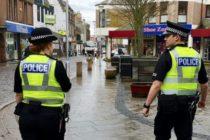 Politia din Marea Britanie a descoperit zeci de cadavre intr-un camion aflat intr-un parc industrial