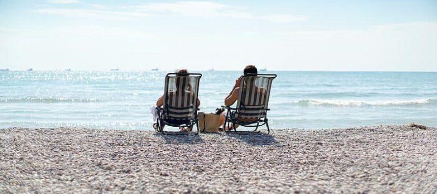 """Europenii, invitati sa spuna """"Goodbye, Britain"""" pe o plaja din Olanda cu vin francez, bere germana si chipsuri olandeze"""
