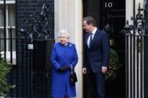 """David Cameron a dezvaluit ca i-a cerut ajutorul reginei Elizabeth a II-a la referendumul privind independenta Scotiei, """"panicat"""" de sondaje"""