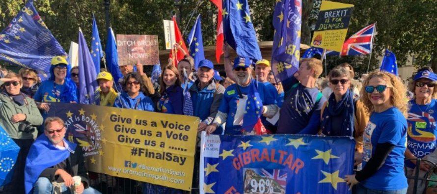 Proteste de amploare la Londra, mii de oameni cer un nou referendum pentru Brexit. Noul acord este votat astazi in Parlament