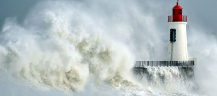 Weather: UK faces most-powerful north Atlantic storm as Hurricane to SMASH Britain