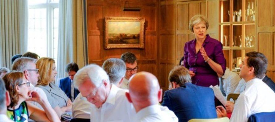 Demisii din Guvernul May, este vorba de patru ministri care sustin ramanerea Marii Britanii in UE
