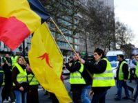 """Miscarea """"vestelor galbene"""" din Franta castiga adepti la nivel international. In Belgia, Olanda sau chiar Bulgaria au aparut primele """"veste galbene"""" pe strazi, dar cu alte revendicari"""