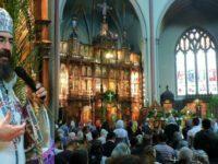 Romanii din Londra au luat parte la slujba de Florii oficiata de IPS Iosif la Biserica Sf. Gheorghe. FOTO